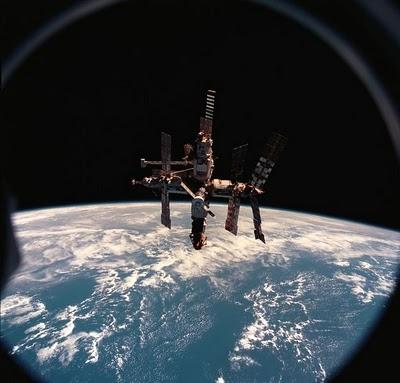 626px-Mir_space_station_12_June_1998.jpg