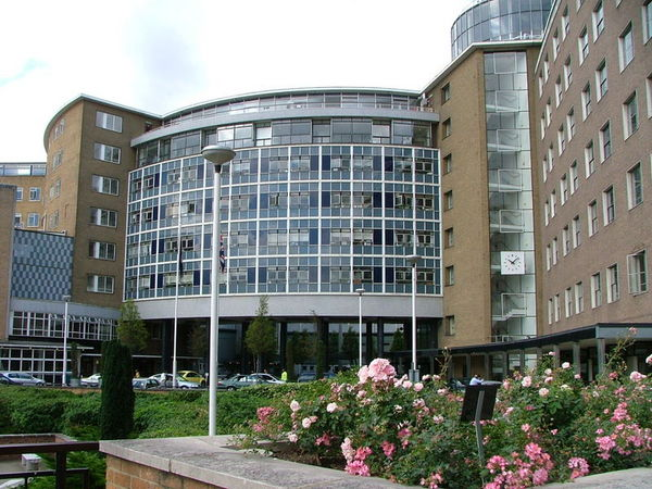 800px-BBC_Television_Centre.JPG